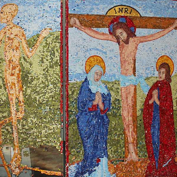 Ein Ausschnitt des Spendenmosaiks in der St. Marienkirche